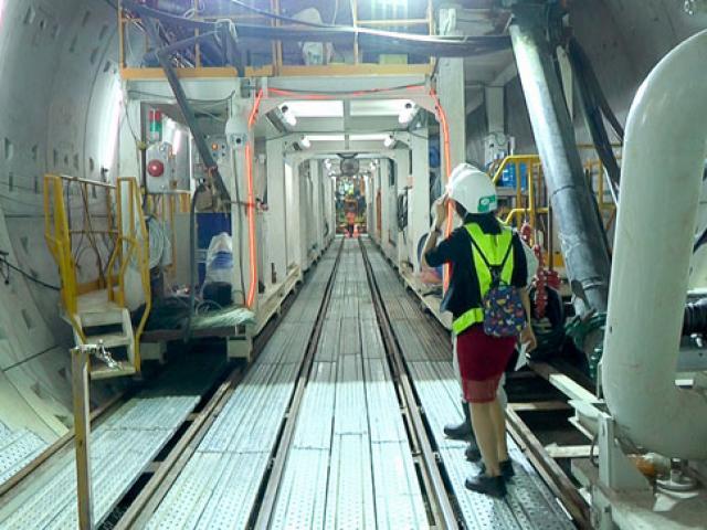 """""""Quái vật"""" đã xuyên hàng trăm mét dưới lòng đất ở Sài Gòn để thi công metro"""