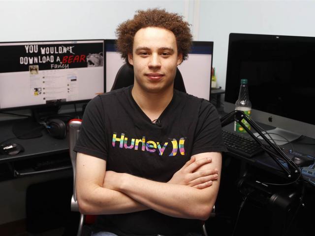Từ anh hùng cứu thế giới trở thành hacker đáng sợ nhất thế kỷ