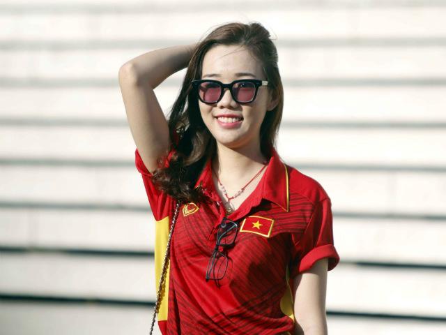 ĐT Việt Nam đấu Campuchia: Fan nữ xinh nhuộm đỏ sân Olympic