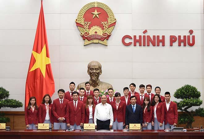 Thủ tướng khen ngợi điền kinh Việt Nam lần đầu tiên vượt Thái Lan - 1