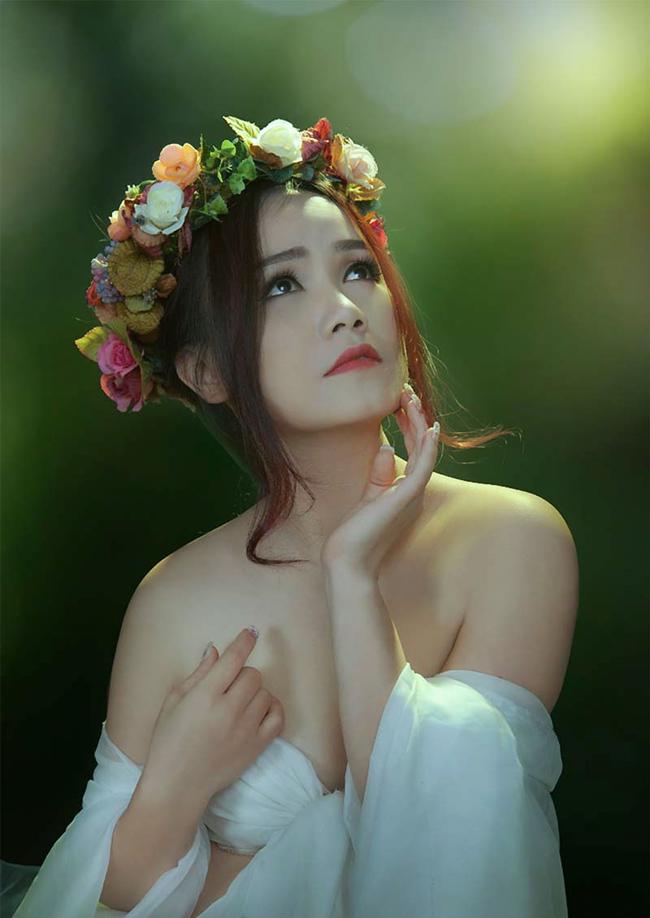Nữ diễn viên Hoàng Yến gắn liền với nhiều vai diễn trong các tiểu phẩm hài. Mới đây cô chào đón con đầu lòng cùng người chồng thứ tư. Trước đó, cô đã có hai cô con gái lớn.