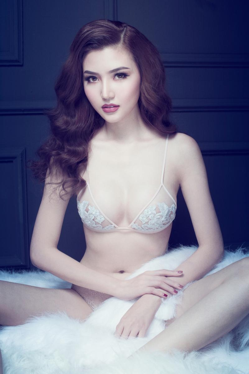 Ảnh diện nội y màu nude, trong suốt hiếm hoi của mỹ nhân Việt -