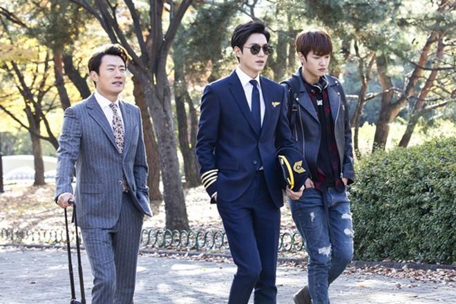 """Lee Min Ho cũng phải """"coi chừng"""" những nam thần này - 1"""