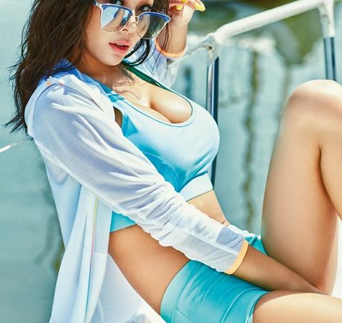 Đang từ kín đáo, kiều nữ Hàn gây choáng váng khi diện đồ bơi - 1
