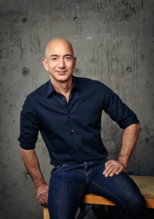 Tỷ phú Jeff Bezos: Thông minh chưa chắc đã thành công - 1