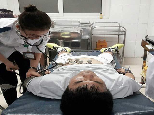HLV Hữu Thắng đi cấp cứu vì loạn tim?