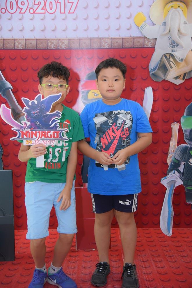 Hai quý tử nhà Xuân Bắc cùng loạt gia đình sao Việt đi xem phim - 1