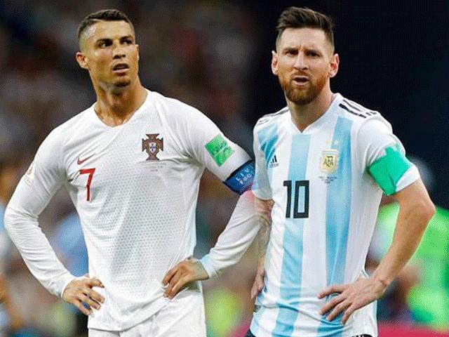 """Dân mạng thi nhau chế ảnh Messi và Ronaldo """"dắt tay nhau"""" rời World Cup"""