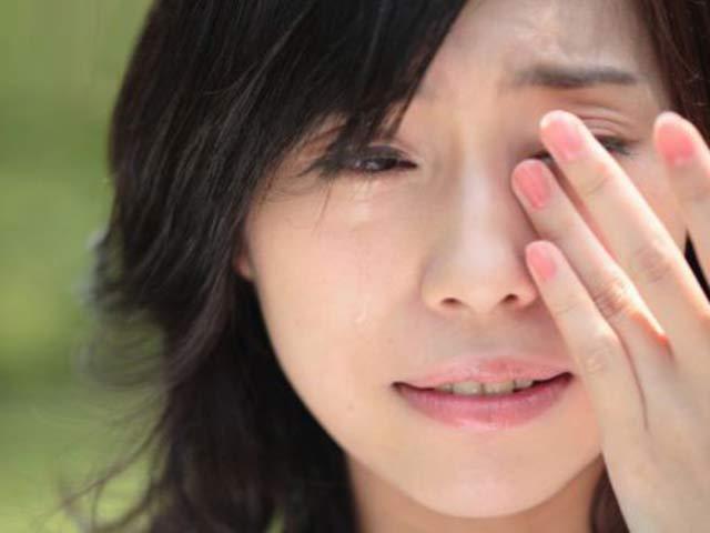 Rơi nước mắt khi biết được câu chuyện đằng sau thỏi son môi trên xe chồng - 1