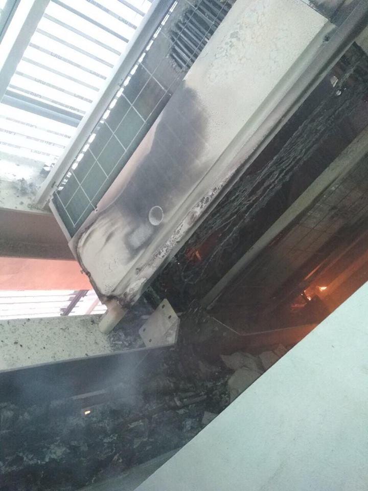 Hà Nội: Lửa lan rất nhanh tại toà nhà 28 tầng trên phố Dương Đình Nghệ - 1