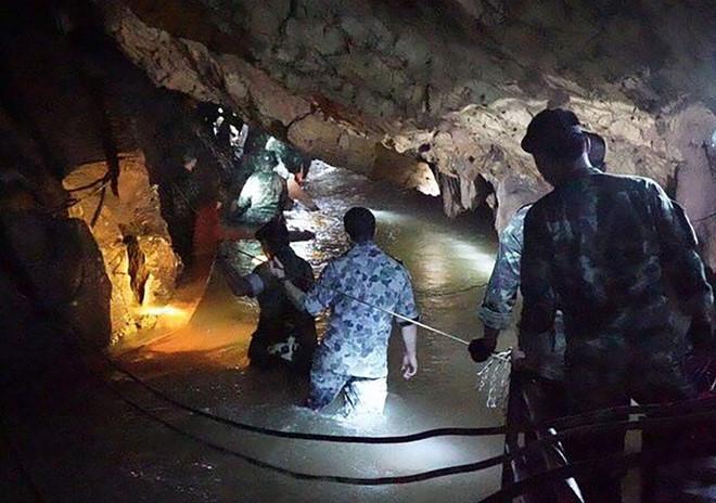 Thái Lan: Sắp tiếp cận nơi đội bóng mất tích trong hang động - 1