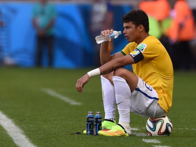 World Cup, tranh cãi: Brazil - Thiago Silva xoạc bóng, Mexico đòi 11m