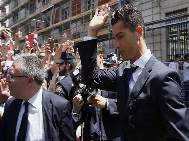 Ronaldo ê chề rời World Cup: Họa vô đơn chí, chạy án tù & quyết bỏ Real