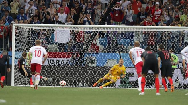 """""""Siêu nhân"""" World Cup: Schmeichel 3 lần đẩy phạt đền vẫn ôm cay đắng - 1"""