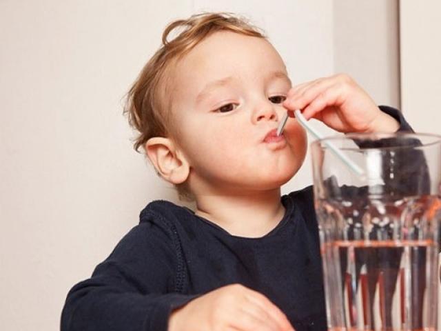 Trẻ nhỏ cũng sỏi thận vì những lý do cha mẹ không ngờ tới