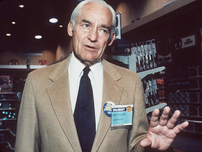 Nhà sáng lập hãng bán lẻ nổi tiếng toàn cầu Walmart – Sam Walton đã mở cửa hàng Walmart đầu tiên vào năm 1962 ở Arkansas.