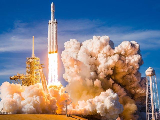 Tên lửa phóng vào không gian mang theo... chuột và cà phê