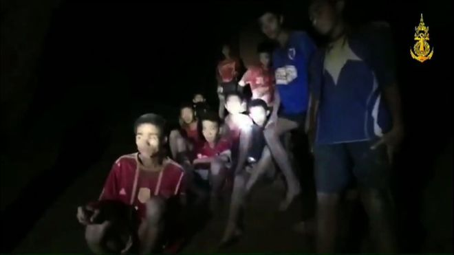 Thái Lan: Đội bóng mất tích trong hang suốt 9 ngày sống sót bằng cách nào? - 1