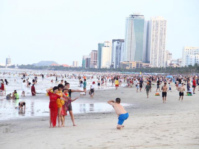 Tắm biển Đà Nẵng bị ngứa nổi đốm đỏ cả người?