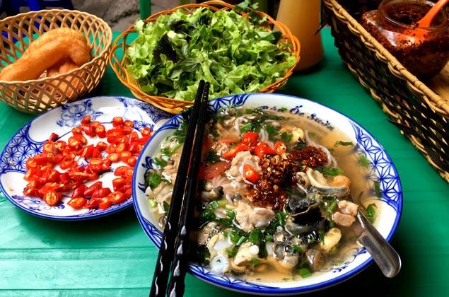 """Những quán bún ốc ăn """"giải nhiệt"""" ngày nắng nóng điên đảo ở Hà Nội - 1"""