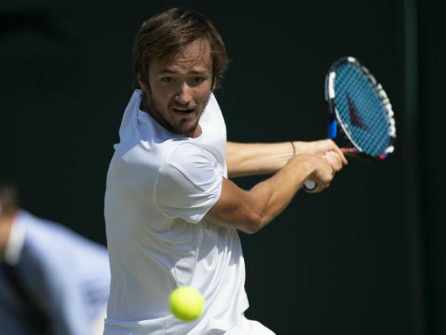 """Wimbledon ngày 1: """"Ác mộng"""" của Federer thua sốc"""
