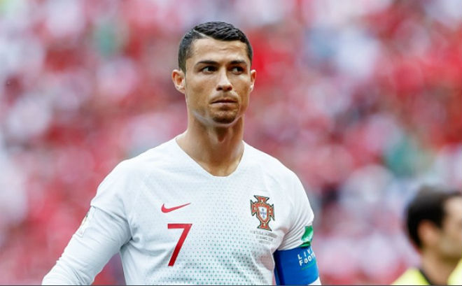 Ronaldo thua World Cup, rời Real chấn động: Sập bẫy siêu cò, đầu hàng Messi - 1