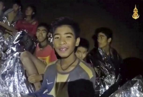 Đội bóng Thái Lan có thể thoát khỏi hang động ngay hôm nay - 1