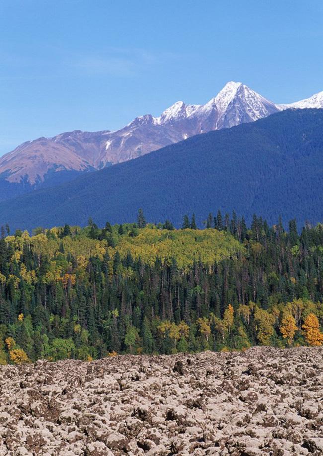 Công viên tỉnh Lava Bed, Nisga'a, tỉnh British Columbia: Nằm ở phía tây bắc tỉnh British Columbia, những ngọn núi hình nón của Cinder, nơi đã từng một vụ phun trào núi lửa cách đây 300 năm.