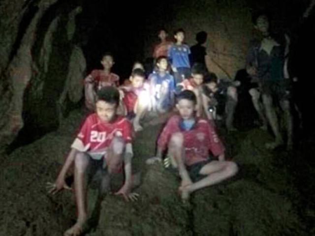 Bí quyết của HLV giúp đội bóng Thái Lan sống sót 9 ngày trong hang sâu