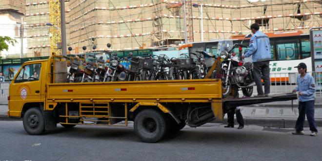 """Cách """"cứu"""" dân khi cấm xe máy của một thành phố Trung Quốc - 1"""