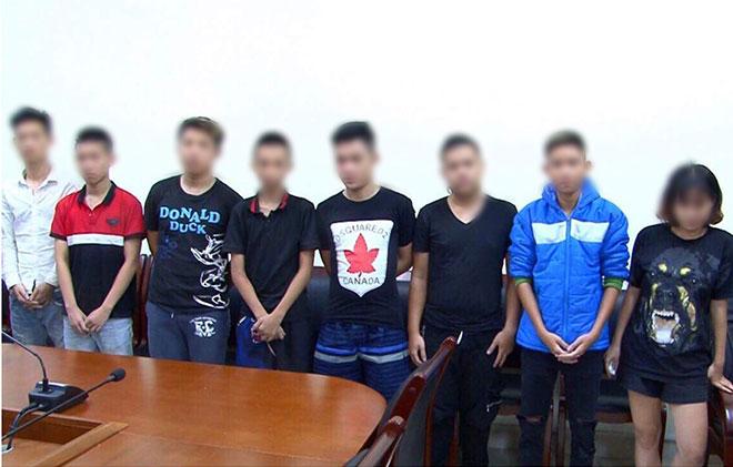 Thiếu nữ 16 tuổi và 6 nam thiếu niên náo loạn phố đêm World Cup - 1