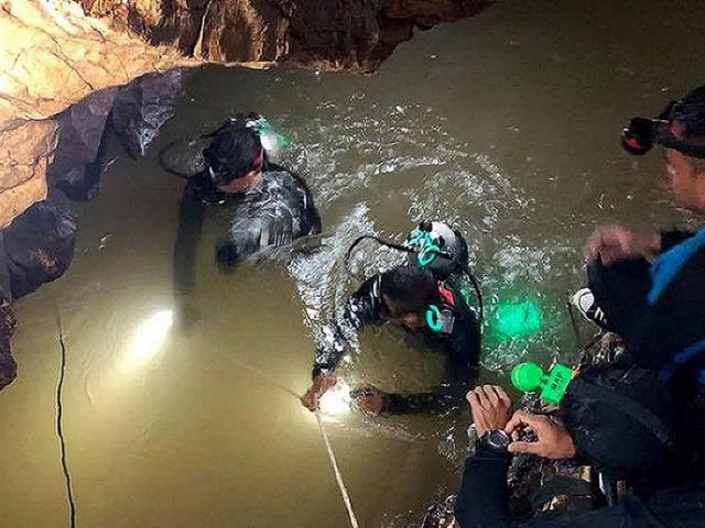 Thợ lặn đặc nhiệm SEAL thiệt mạng khi vào hang cứu đội bóng Thái Lan