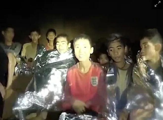Đội bóng Thái Lan sắp hết oxy, đặc nhiệm SEAL quá sức thiệt mạng? - 1
