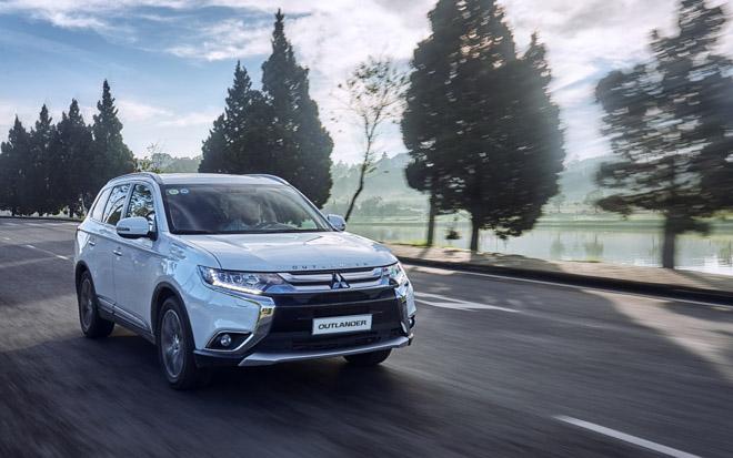 Mitsubishi giảm giá bán cho Outlander và bán tải Triton 2019 - 1