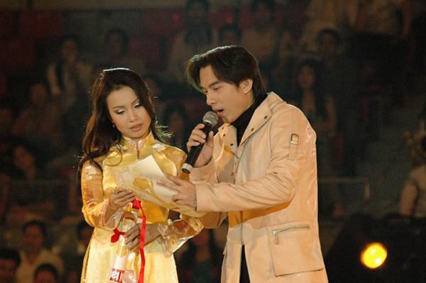 Sự nổi tiếng kỳ lạ của một ca sĩ không biết khoe của, chỉ thích làm vợ đảm - 1