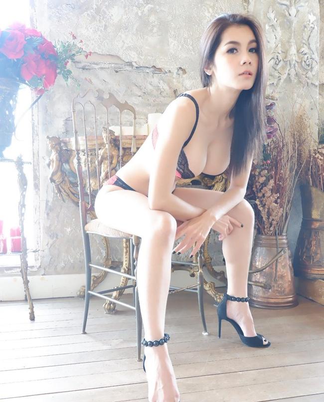 """Kejsarin Chaichalermpol sinh năm 1985, tại Phitsanulok, Thái Lan. Vào những năm 2000, cô """"nổi đình nổi đám"""" nhờ các video phim 18+."""