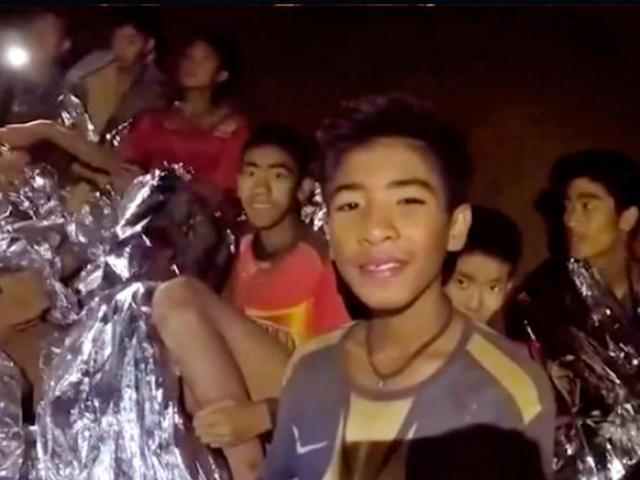 """Giải cứu đội bóng Thái Lan kẹt hang: Phương pháp """"lặn hộ tống"""""""