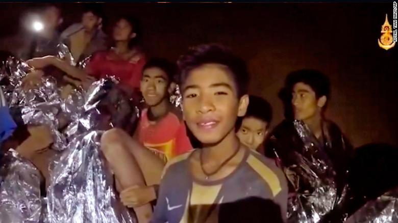 """Giải cứu đội bóng Thái Lan kẹt hang: Phương pháp """"lặn hộ tống"""" - 1"""