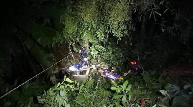 Vụ đội bóng Thái Lan mắc kẹt: Xe cứu hộ lao xuống vực - 1
