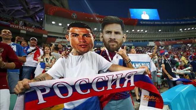 """Ấn tượng World Cup ngày 8/7: """"Messi, Ronaldo"""" cổ vũ Nga, fan Anh - Croatia mở hội - 1"""
