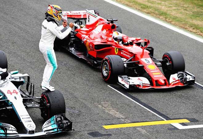 Video đua xe F1, British GP 2018: Bẻ lái cực đỉnh, khói đen mịt mù, ngai vàng lung lay - 1
