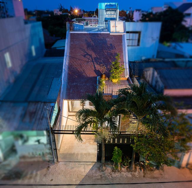 Đây là tổ ấm của một cặp vợ chồng đã nghỉ hưu, tọa lạc tại thành phố biển Đà Nẵng đẹp xinh.