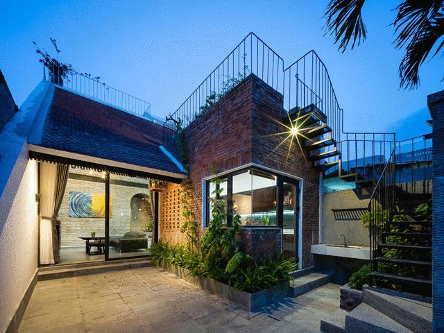 Mê mẩn ngắm căn nhà cổ tích của cặp vợ chồng già ở Đà Nẵng