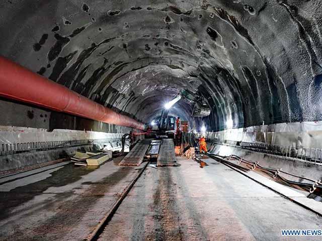 Trung Quốc đào 2.000m hầm xuyên núi phục vụ Olympics 2022
