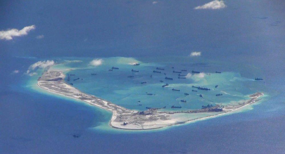 """Máy bay Mỹ qua Biển Đông, bị dính """"đòn"""" thử nghiệm bí mật của TQ? - 1"""