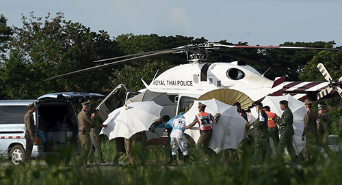 Tướng Thái Lan cầu thần mưa giúp cứu đội bóng nhí trong hang - 1