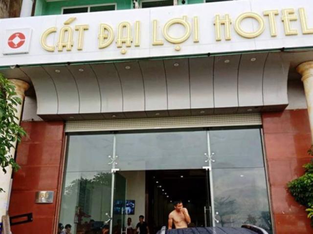 """Đâu là sự thật chủ khách sạn đuổi, """"chặt chém"""" khách ở Sầm Sơn?"""
