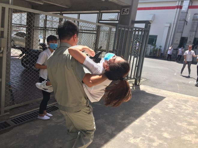 Diễn biến bất ngờ vụ hàng loạt công nhân ngất xỉu ở Quảng Ninh - 1