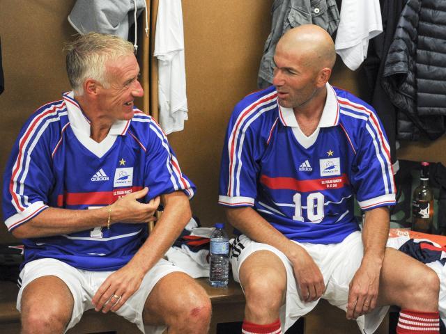 Pháp vào chung kết World Cup sau 12 năm, Deschamps vĩ đại hơn Zidane?
