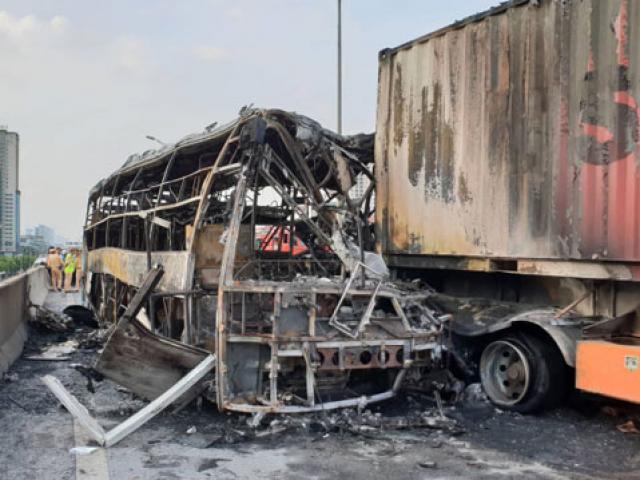 Vụ xe khách bốc cháy: Người phụ nữ ngồi ghế phụ bị lửa thiêu tử vong